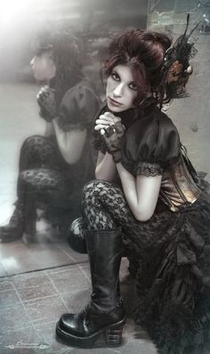 Steampunk girls with nice curves and other Divas