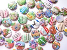 DIY Disney Park Map buttons...with the right part of the map, it looks pretty cool. Great for a Disney party goodie bag.