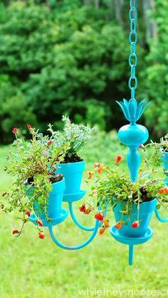 Chandelier Planter, Old Chandelier, Chandelier Makeover, Outdoor Chandelier, Chandelier Ideas, Chandeliers, Outdoor Lighting, Garden Yard Ideas, Garden Crafts