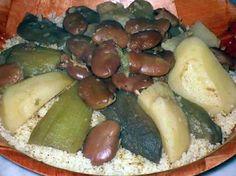 La meilleure recette de Couscous aux aubergines,féves séches et pommes de terre d'Alger.! L'essayer, c'est l'adopter! 4.7/5 (3 votes), 9 Commentaires. Ingrédients: 700g de semoule 500g d'aubergines (choisir de préférence les petites et rondes) 400g de pommes de terre moyennes 300g de fèves 1 piment 1 tête d'ail 4 c. à soupe d'huile 1 c. à café de sel 1 c. à soupe de paprika 1 pincée de  hror (mélange même quantité d'épices : cannelle,poivre noir,gingembre,cubèbe,galanga,maniguette).