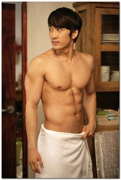 OMFG this man... villian older brother to chue no name for this hot body yet but oooooo