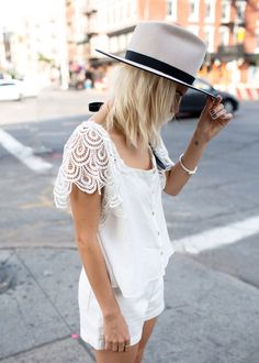 Stone Cold Fox White Short Crochet Sleeve Button Up by Always Judging Look Fashion, Girl Fashion, Fashion Outfits, Street Fashion, Vogue, College Fashion, Spring Summer Fashion, Spring Style, Style Guides