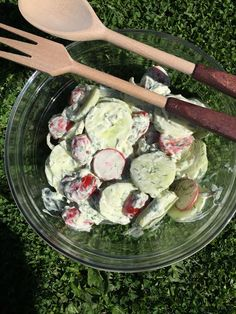 Liian hyvää: Saksalainen kurkkusalaatti Sprouts, Potato Salad, Cabbage, Food And Drink, Potatoes, Baking, Vegetables, Drinks, Eat