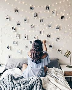49 Easy and Cute Teen Room Decor Ideas for Girl - wohnideen wohnzimmer - Dorm Room Cute Teen Rooms, Christmas Fairy Lights, Christmas Lights Bedroom, Holiday Lights, Christmas Holiday, Holiday Cards, Christmas Decor, Christmas Cards, Christmas Ornaments