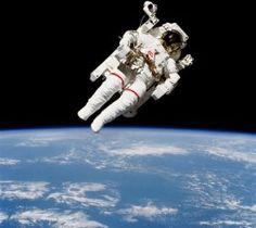 Uluslararası Uzay İstasyonu tarafından çekilmiş tarihteki efsane uzay yürüyüşlerinin fotoğraflarını paylaşan 'space.com' bir çok kez canlı olarak görüntülenen bu unutulmaz anları meraklılarıyla paylaştı. #world #yesplease