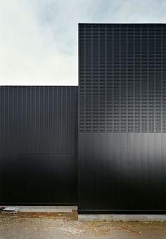[baragaño], Impulso — Metal Foundation — Image 14 of 21 — Europaconcorsi Architecture Architecture Lake Cottage Up Inc. Black Architecture, Architecture Building Design, Minimalist Architecture, Building Facade, Facade Design, Amazing Architecture, Contemporary Architecture, Architecture Details, Exterior Design