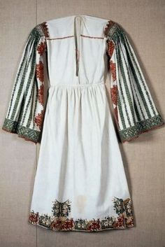 Bridal chemise Greek or century Object Place: Karpathos, Dodecanese, Astypalaia, Greece Museum of Fine Arts, Boston Greek Traditional Dress, Traditional Outfits, Historical Costume, Historical Clothing, Greek Wedding, Europe Fashion, Antique Clothing, Folk Costume, Textiles