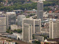 Die Hochhäuser rund um Kruppstraße und Opernplatz in Essen aus der Luft betrachtet.