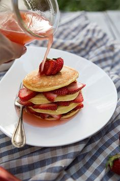 This recipe for honey whole wheat ricotta pancakes stacked with strawberries and drizzled with a honey rhubarb syrup makes an easy breakfast or breakfast for dinner. Mini Desserts, Delicious Desserts, Easy Smoothies, Smoothie Recipes, Healthy Meals To Cook, Healthy Snacks, Breakfast For Dinner, Breakfast Recipes, Rhubarb Syrup
