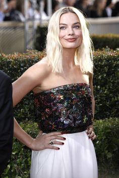 Female Celebrity Crush, Strapless Dress Formal, Formal Dresses, Margot Robbie, Hairstyle, Actresses, Actors, Celebrities, Crushes