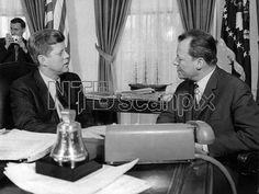 1961. 14 Mars. By SCHULMANN-SACHS. JFK. President John F. Kennedy (l) meets governing mayor of Berlin Willy Brandt (r). Kennedy assured the US support for West Berlin's security