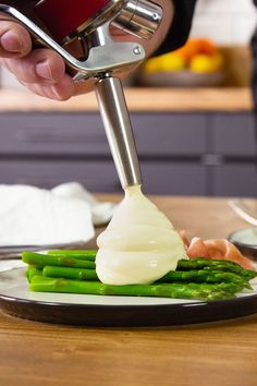 iSi – Hollandaise Sauce – easier than ever – Famous Last Words Breakfast Poutine Recipe, Homemade Breakfast Pizza Recipe, Healthy Pizza Recipes, Sauce Hollandaise Leicht, Sauce Hollandaise Vegan, Pizza Recipe Pillsbury, Sauces, Easy Eggs Benedict, Sauce Recipes