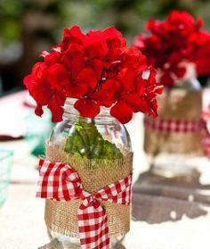 Red flowers + burlap jars...Ohso Sweet   • »☜♡☞« •