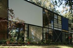 AD Classics: Eames House,© Flickr - User: rpa2101 http://www.archdaily.com/66302/ad-classics-eames-house-charles-and-ray-eames/5037e3bf28ba0d599b000275-ad-classics-eames-house-charles-and-ray-eames-photo