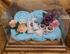 Toiletries set and tosca towel in golden tray