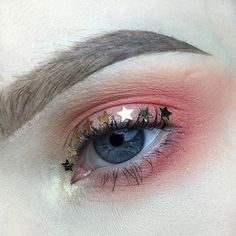 WEBSTA @ delilah_crane - I watched @jkissamakeup's YouTube video on the sweet peach palette this morning and recreated a similar look. I used @inglot_australia eyeshadows in 368, 314 and 366, with 26 on the inner corner. Inglot brow gel in 16. Stars are from the guts of a broken bauble