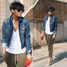 A blue denim jacket looks so cool when matched with olive sweatpants. Infuse your outfit with a dose of elegance by finishing with beige leather heeled sandals. Chic Outfits, Fall Outfits, Summer Outfits, Fashion Outfits, Travel Outfits, Look Fashion, Girl Fashion, Autumn Fashion, Womens Fashion