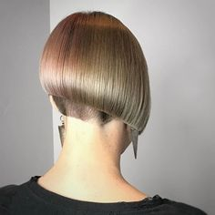 Trending Stacked Bob Hairstyles For Women 2018 2019 46 Stacked Bob Hairstyles, Curly Bob Hairstyles, Trending Hairstyles, Bob Haircuts, Best Pixie Cuts, Short Hair Cuts, Short Hair Styles, One Length Bobs, Undercut Bob