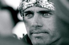 Robert Kelly Slater has been crowned ASP World Tour Champion a record 11 times. Kelly Slater Surfer, Big Waves, Surf Style, Sport Fashion, Style Fashion, Surfs Up, Lee Jeffries, Surfing, Facial