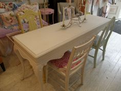 white chabby chic furniture, vanity table | The Cutest Shabby Chic Dining room set
