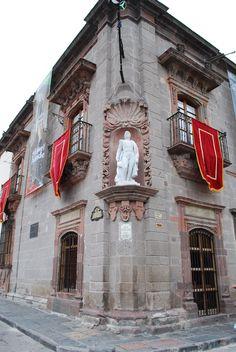 San Miguel de Allende & Guanajuato, Mexico http://upload.wikimedia.org/wikipedia/commons/0/09/CornerAllendeHouse.JPG