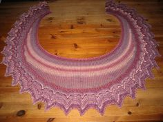 Ravelry: Jultorpet's Arrowhead Ruffles Shawl #1 Holidays And Events, Shawls, Ravelry, Ruffles, Projects, Working Holidays, Amazing, Nice Asses, Log Projects