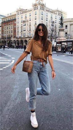 Look with mom jeans - Cute Outfits Mode Outfits, Jean Outfits, Fall Outfits, Summer Outfits, Fashion Outfits, Fashion Clothes, Outfits With Mom Jeans, Mom Jeans Outfit Summer, Casual Weekend Outfit