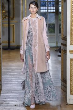 View the complete Fall 2017 collection from Zuhair Murad.