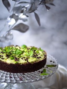 Pähkinätön avokado-limeraakakakku (V, GF) – Viimeistä Murua Myöten #raakakakku #lime #kakku Raw Cake, Vegan Cake, Vegan Cheesecake, Healthy Treats, Healthy Recipes, Bon Appetit, Sugar Free, Food And Drink, Gluten