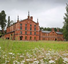 Verlan tehdasmuseon punatiilisiä rakennuksia. Cabin, Mansions, House Styles, Home Decor, Historia, Finland, Decoration Home, Manor Houses, Room Decor