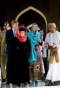 Queen Beatrix (3-L) , prince Willem-Alexander (2-L) and princess Maxima (3-R) of the Netherlands visit the Sultan Qaboos Grand Mosque in the Omani capital Muscat on 12 Jan 2012.