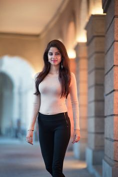 The basic principles of achieving a beautiful, elegant look that is timeless are quite simple. Beautiful Girl Photo, Beautiful Girl Indian, Most Beautiful Indian Actress, Stylish Girl Images, Stylish Girl Pic, Arabian Beauty Women, Beautiful Bollywood Actress, Cute Girl Outfits, Girl Photo Poses