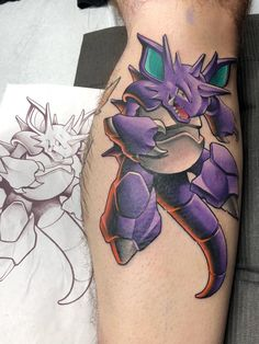 Just got this Nidoking! Done by (Brandon Flores) of outer limits tattoo in Long Beach, CA Giratina Pokemon, Pokemon Charizard, Charizard Tattoo, Pokemon Tattoo, Future Tattoos, Love Tattoos, Cool Henna, Desenho Tattoo, Tattoos Gallery