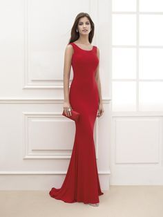 Foto 1 de 7 Vestido de fiesta en rojo intenso y de estética minimalista | HISPABODAS