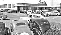 Prewar Cars Jam Ralphs Supermarket on Opening Day in Los Angeles @ http://theoldmotor.com/?p=167271