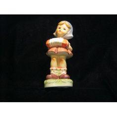 """Hummel-Nachbildung """"Girl with Accordion"""" - Maria Innocentia Hummel, 1909 - 1946, war eine deutsche Franziskanerin, Zeichnerin und Malerin. Weltweit berühmt wurde sie durch ihre Kinderbilder und die nach ihren Entwürfen gefertigten Hummel-Figuren aus Keramik. Stichworte: #Accordion #Art #Sculpture #Hummel"""
