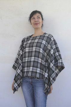 Πάει καιρός που ήθελα να φτιάξω μία κάπα. Το κρύο μπαίνει για τα καλά και πάντα απολάμβανα πάνω από τα ρούχα μου μια επιπλέον κάλυψη. Αυτό το υφασματάκι που σε τυλίγει απαλά και σε κάνει να νιώθεις… Sewing Patterns Free, Free Sewing, Ruffle Blouse, Long Sleeve, Cape, Sleeves, Tutorials, Posts, Blog