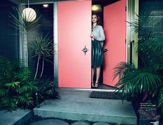Miranda Kerr by Nino Muñoz for Numéro Tokyo June 2012 love everything about this entrance - nini munoz mid century house numero retro Coral Front Doors, Coral Door, Mid Century House, Mid Century Style, Mid Century Design, Miranda Kerr, Wedding Decor, Chinoiserie Chic, Midcentury Modern