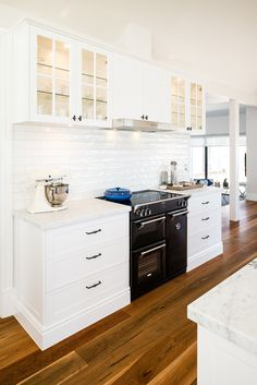 TRENDING …Matt black appliances, metallic accents, white marble benchtops, warm timber floors, an. Kitchen Interior, Kitchen Decor, Kitchen Design, Kitchen Ideas, Timber Kitchen, Hamptons Kitchen, Marble House, Black Appliances, Kitchen Appliances