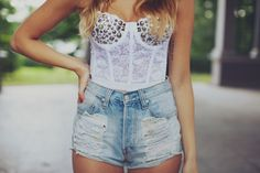 denim shorts and bustier top love Big Fashion, Teen Fashion, Womens Fashion, Metal Fashion, Grunge Fashion, Fashion Killa, Runway Fashion, Spring Fashion, Fashion Trends