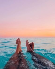 Find images and videos about summer, beach and sky on We Heart It - the app to get lost in what you love. Lake Pictures, Beach Photos, Summer Sunset, Summer Vibes, Ocean Sunset, Beach Sunsets, Saloon, Photocollage, Best Friend Pictures