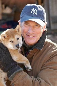 Richard Gere with Shiba Inu puppy Bonnie Hunt, 10 Film, Marlon Brando, Shiba Inu, Richard Gere Joven, Brad Pitt, Hachi A Dogs Tale, Mans Best Friend, Pets