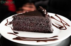Crazy Cakes You Didn't Know Existed Slow Cooker Chocolate Cake, Decadent Chocolate Cake, Raw Chocolate, Vegetarian Chocolate, Chocolate Recipes, Chocolate Cakes, Just Desserts, Delicious Desserts, Party Desserts