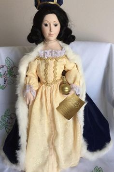 Franklin Dolls and Catalogues: Franklin mint Doll Collection Queens of England 1982 to 85 White Satin Dress, White Lace, Velvet Hat, Blue Velvet, Brocade Dresses, Satin Dresses, Sleeveless Coat, Queen Of England, Franklin Mint