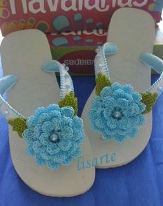 Would be fun to make matching ones for me and Ellie. Quick Crochet, Love Crochet, Crochet Gifts, Beautiful Crochet, Crochet Flowers, Knit Crochet, Crochet Sandals, Crochet Shoes, Crochet Slippers