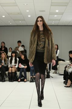 Uniqlo, Fur Coat, Jackets, Fashion, Down Jackets, Moda, Fashion Styles, Fashion Illustrations, Fur Coats