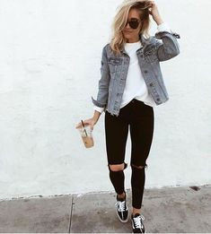Casual Outfits With Denim Jeans For College This Fall 2018 36 . - Casual Outfits With Denim Jeans For College This Fall 2018 36 # Best - Outfit Jeans, Denim Jacket Outfit Winter, Outfit With Jean Jacket, Oversized Denim Jacket Outfit, Navy Cardigan, Knit Cardigan, Look Fashion, Autumn Fashion, Fashion Women
