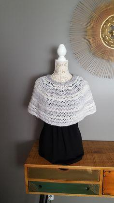 PATRON tricot couvre-épaule tricot patron capelet patron couvre épaules capelet patron poncho pour elle idée cadeau fait à la main pour elle by LesCreationsManon on Etsy