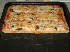 Érdekel a receptje? Traditional Italian Pizza, Pizza Recipes, Cooking Recipes, Focaccia Pizza, Pizza Rustica, Making Homemade Pizza, Flourless Chocolate Cakes, Vegan Pizza, Homemade Sauce