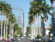 Zacatepec es una ciudad y municipio localizado en el centro sur del país en el sur del Estado de Morelos, enclavado en el valle de Zacatepec en la región de los valles. Sus colindancias son: al norte y noreste con el Municipio de Tlaltizapán, al este con Tlaquiltenango al sur con Jojutla y al oeste con Puente de Ixtla. Zacatepec se encuentra a 42 kilómetros al sur de Cuernavaca y a 125 km de la Ciudad de México.